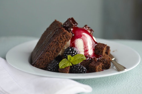 Blackberry gingerbread sundae with caramel sauce