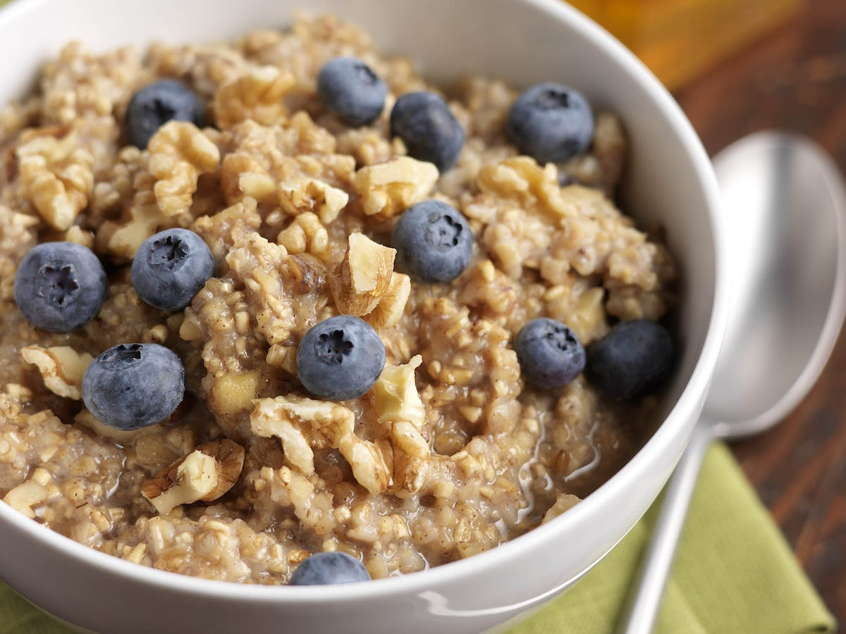 Blueberry Oatmeal with Cinnamon & Walnuts | Driscoll's