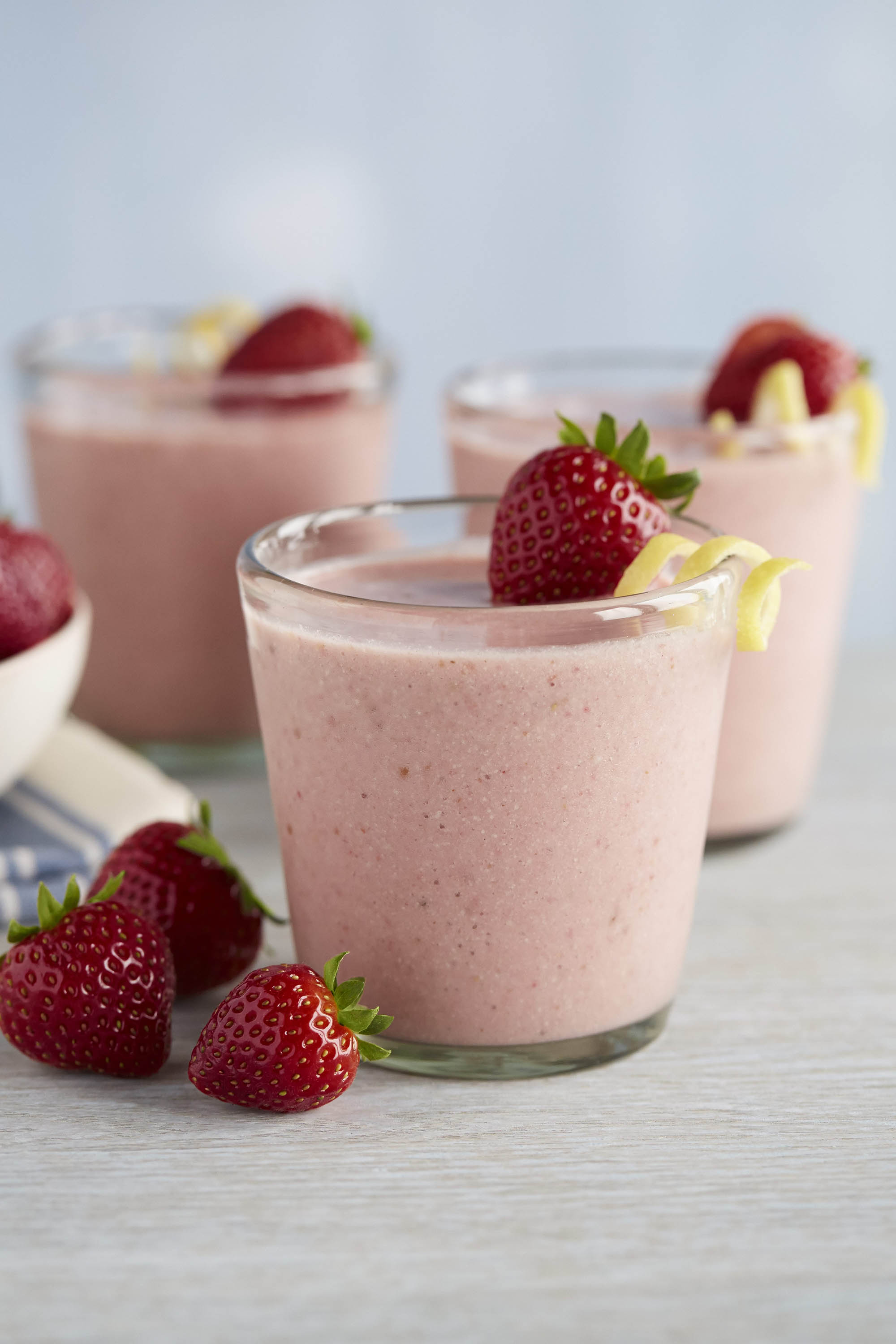 Strawberry Smoothie With Creamy Lemon