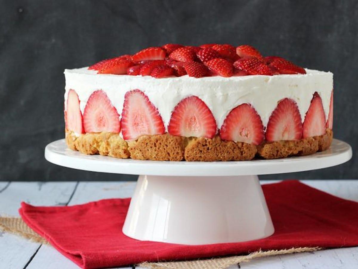 Strawberry Shortcake Birthday Cake.Strawberry Cheesecake Shortcake